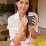 Стройная милашка Lauren любит пить кофе голой с утра